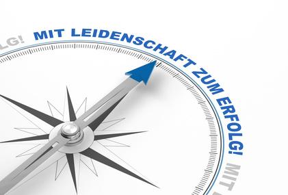 Professionelle Webseitenerstellung - Kompassnadel zeigt mit Leidenschaft zum Erfolg